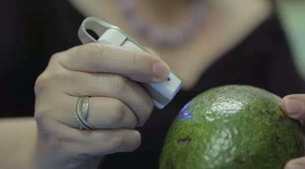 あらゆる物質の成分をスキャンできる世界初の分子センサー『SCiO』がKickstarterに登場
