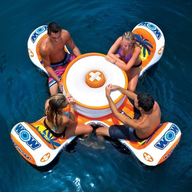 プールの真ん中で飲み会が開ける浮きテーブル『Island Table Float』