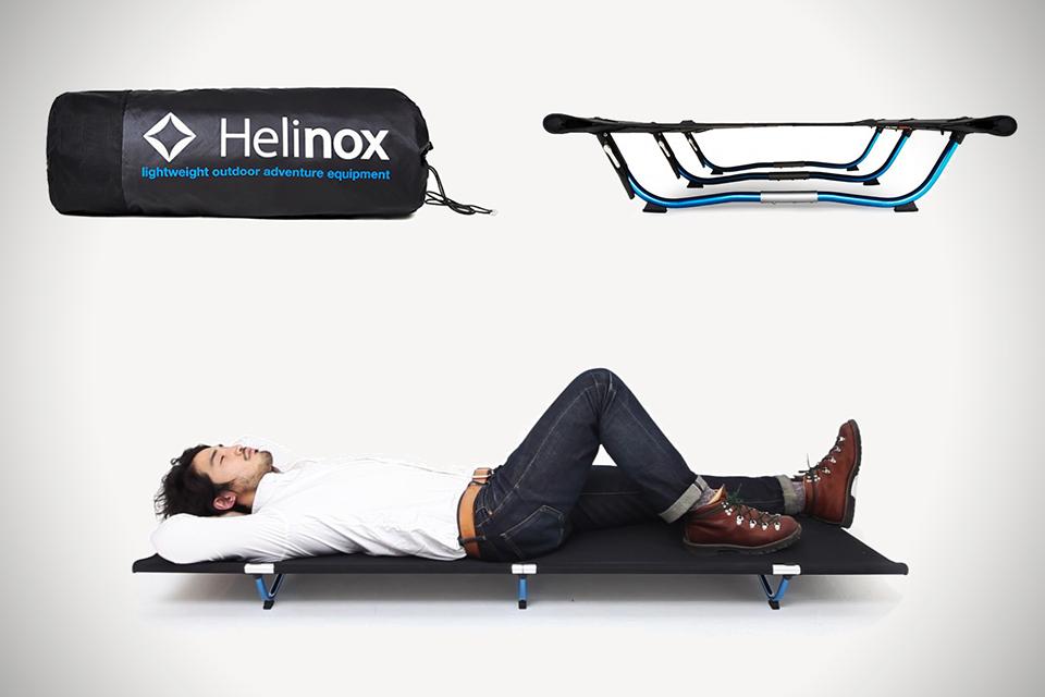 極限にコンパクト!手荷物サイズの超軽量折りたたみベッド『Helinox