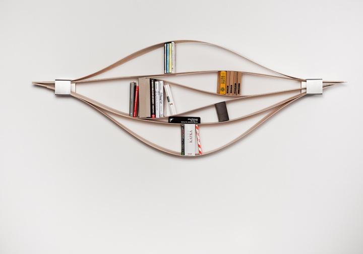 色々なサイズの本をピッタリに収納できるオシャレな本棚『CHUCK』