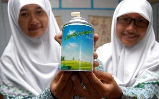 インドネシアの女子高生が「牛糞」から芳香剤を開発
